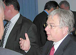 v. l.), Verwaltungsratspräsident Bios Diagnostic Bukarest, Rumänien, Jean-Claude Richard (2. v. r.) Schweizer Botschafter in Bukarest, Rumänien, ... - 07-04_0171